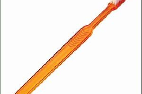 Escova ideal: Cabeça pequena, cerdas macias, tufos concentrados e cabo de fácil manuseio.