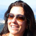 Dra. Renata Cecchini (Cirurgiã-Dentista)
