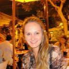 Dra. Paula Piovesan Zampollo (Cirurgiã-Dentista)