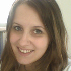 Dra. Cláudia Scardoeli Faiola (Cirurgiã-Dentista)