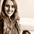 Dra. Carolina Henriques (Cirurgiã-Dentista)