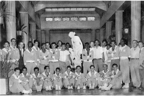Dr. Mário Trigo, de pé, segunda da direita para a esquerda.