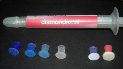 Para polimento das restaurações foram utilizados discos diamond pro – FGM, fazendo a sequência das quatro granulações disponíveis, grossa, média, fina e extra fina. Utilizaram-se discos diamondflex – FGM de feltro e pasta de polimento diamondexcel, para acabamento.