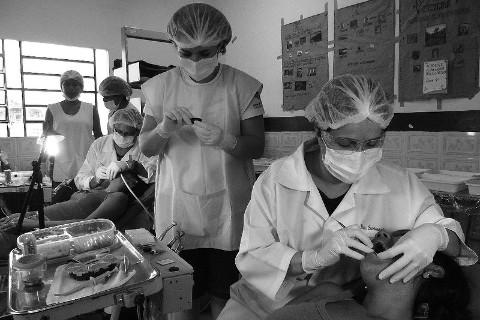 Clínica Odontológica entre os povos ribeirinhos, em Nhamundá, estado do Amazonas.