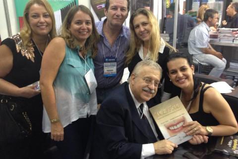 Lançamento do livro Metal Free-Lentes de contato e coroas no CIOSP 2013