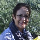 Dra. Angela Engel Naves (Cirurgiã-Dentista)
