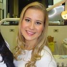 Dra. Larissa Giacomelli (Cirurgiã-Dentista)