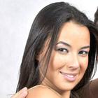 Dra. Lara Garcia (Cirurgiã-Dentista)