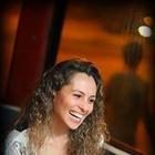 Dra. Isabelle Carla Peres Olivel Alves (Cirurgiã-Dentista)